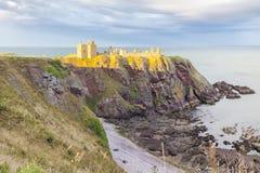 在日落有photogra的苏格兰英国的Dunnottar城堡 库存照片