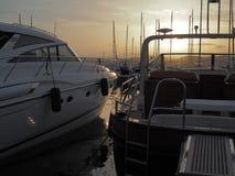 在日落期间的两条游艇 免版税库存图片