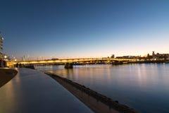 在日落期间的城市视图 库存图片