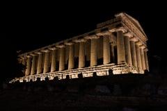 在日落期间的希腊寺庙在阿哥里根托,西西里岛 库存图片