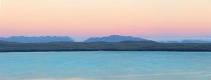 在日落期间的普卡基湖在新西兰 免版税库存照片