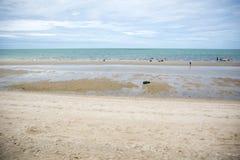 在日落期间的海边在泰国 免版税图库摄影