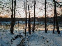 在日落期间的涅里斯河河 库存照片