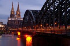 在日落期间的科隆大教堂在2011年12月 免版税库存图片