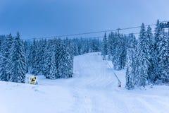 在日落期间的美好的滑雪风景 库存图片