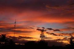在日落期间,一美妙的橘黄色反射 免版税库存图片
