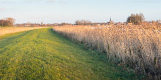 在日落期间的典型的荷兰风景 免版税库存图片