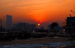 在日落期间的城市 免版税库存图片