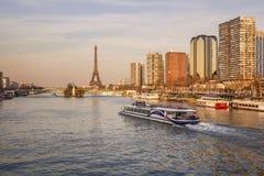 在日落期间的塞纳河 库存图片