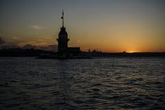 在日落期间的少女` s塔在伊斯坦布尔,土耳其 免版税库存照片