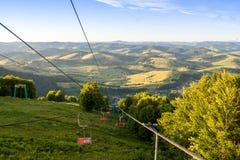 在日落期间的山谷 使自然夏天环境美化 库存图片