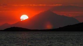 在日落期间的山Athos 免版税库存图片