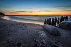 在日落期间的岩石 免版税图库摄影