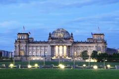 在日落期间的柏林地平线 库存照片