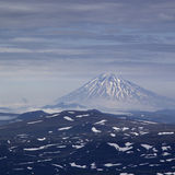 在日落期间的火山Vilyuchinsky 堪察加,俄国 免版税库存图片