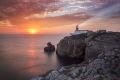 在日落期间的灯塔圣维森特,萨格里什葡萄牙 免版税库存照片