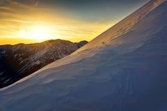 在日落期间的高山 晚上Tatra山风景 免版税库存图片