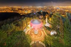 在日落期间的巴塞罗那都市风景 免版税库存图片
