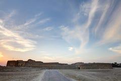 在日落期间的巴林堡垒 库存照片