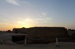 在日落期间的巴林堡垒 免版税库存图片