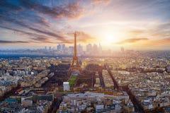 在日落期间的巴黎 免版税库存照片