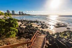 在日落期间的Greenmount海滩在昆士兰` s英属黄金海岸, Austr 免版税库存照片