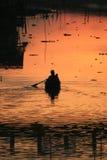 在日落泰国的湖 库存图片
