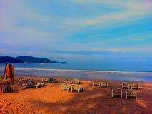 在日落海滩的日出 免版税库存图片