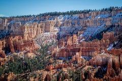在日落点的红色岩石不祥之物在布莱斯峡谷国家公园,犹他 免版税库存照片