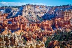 在日落点的红色岩石不祥之物在布莱斯峡谷国家公园,犹他 库存图片