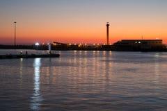 在日落的一座灯塔 库存照片