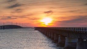 在日落的七英里桥梁 库存图片