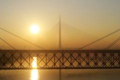 在日落的三座桥梁 库存图片