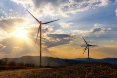 在日落的两台风车 免版税图库摄影