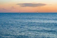 在日落的两条风船 图库摄影