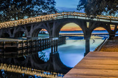 在日落的五颜六色的桥梁 免版税库存图片