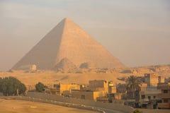 在日落的伟大的金字塔 免版税库存照片