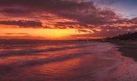 在日落的伯恩茅斯海滩 库存照片
