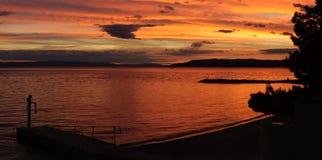 在日落的克罗地亚海滩 图库摄影