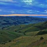 在日落的农村风景和鸽子海湾 免版税库存照片