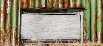 在日落的农舍在南部非洲的干旱台地高原南非 免版税库存照片