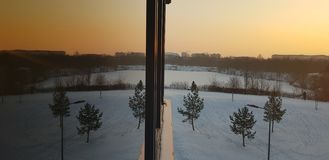 在日落的冬天反射 库存照片