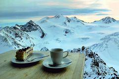 在日落的冬天快餐 库存图片