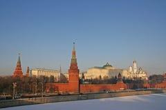 在日落的冬天莫斯科 免版税图库摄影