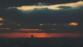 在日落的剧烈的都市风景 免版税库存图片