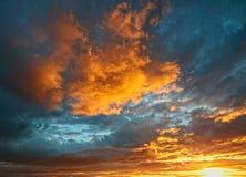 在日落的剧烈的cloudscape 库存照片
