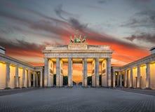 在日落的勃兰登堡门,柏林,德国 免版税库存图片