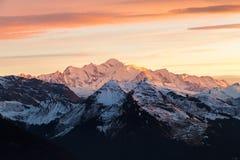 在日落的勃朗峰山 免版税库存照片