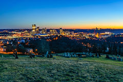 在日落的匹兹堡地平线 库存照片