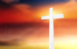 在日落的十字架 免版税库存照片